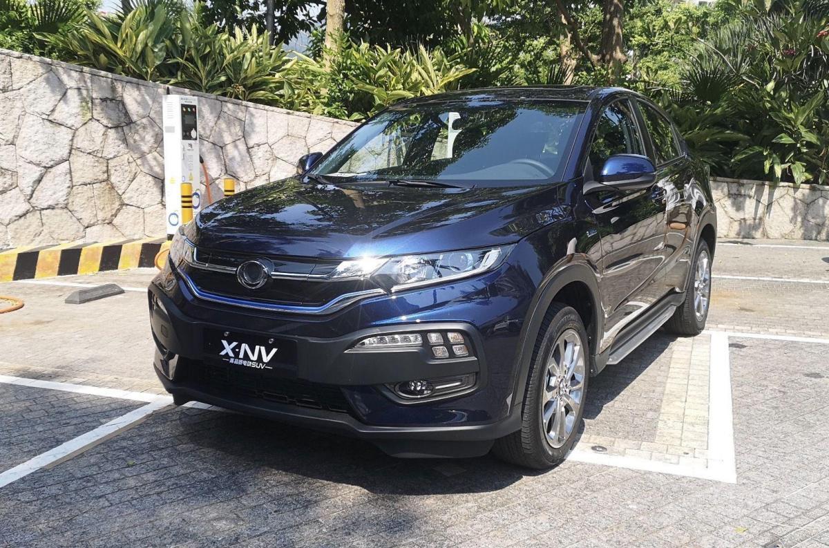 Конструктивно Dongfeng Honda Siming X-NV достаточно прост / фото autohome.com.cn