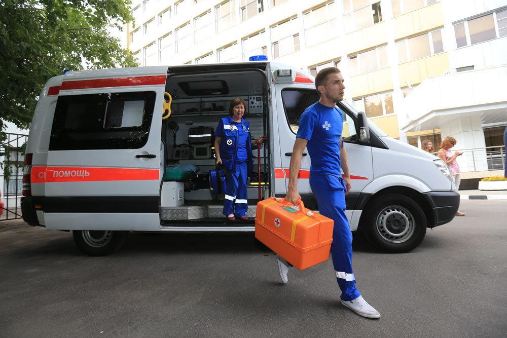 Жалобу главврачу написали более 40 сотрудников скорой помощи / rg.ru