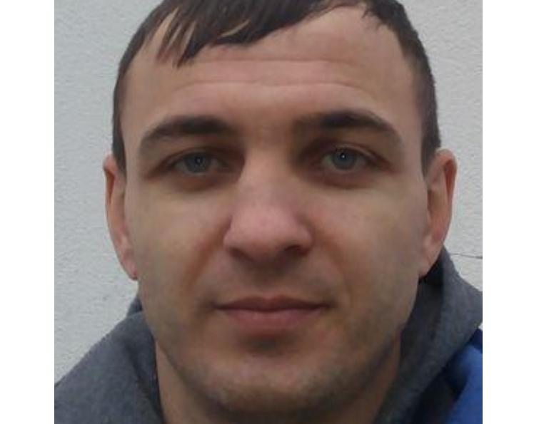 Преступник был одет в черный спортивный костюм и темные кроссовки / mk.npu.gov.ua