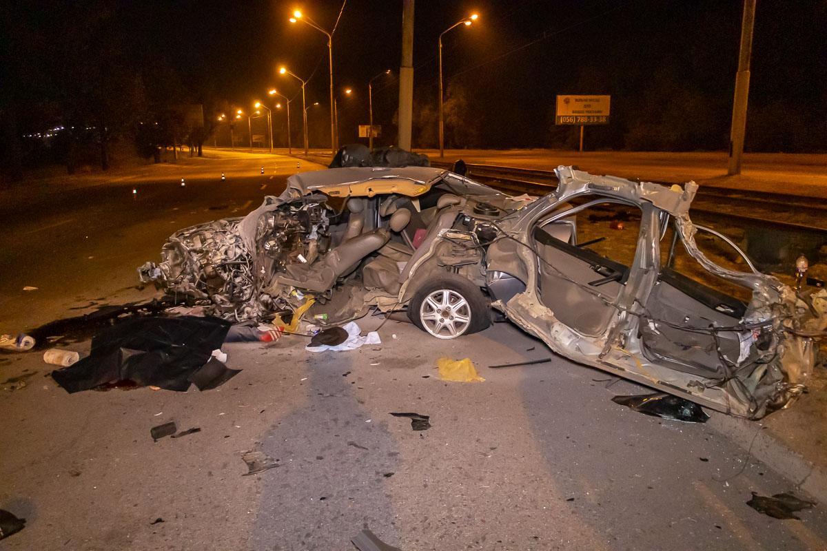 Обломки от автомобиля были разбросаны по всей дороге/ скриншот