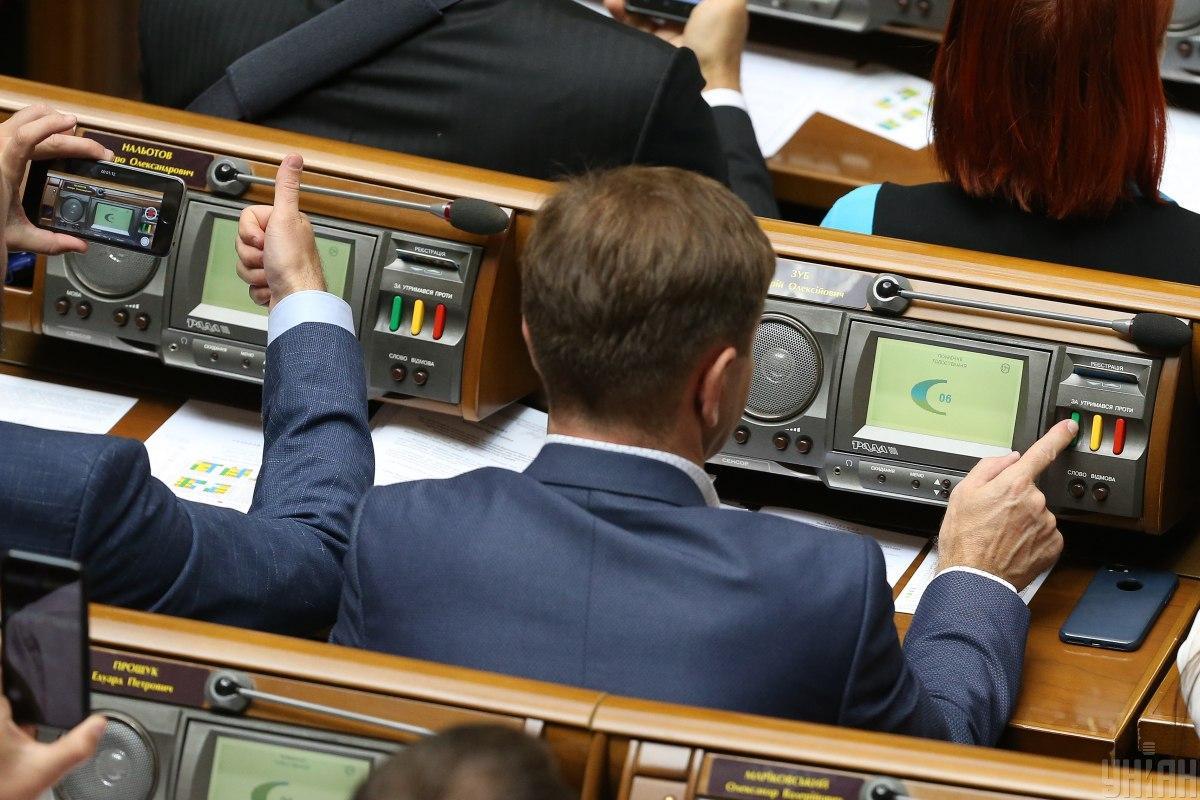 """В """"Слуге народа"""" уверены, что за снятие иммунинета с Порошенко проголосует большинство / Фото: УНИАН"""