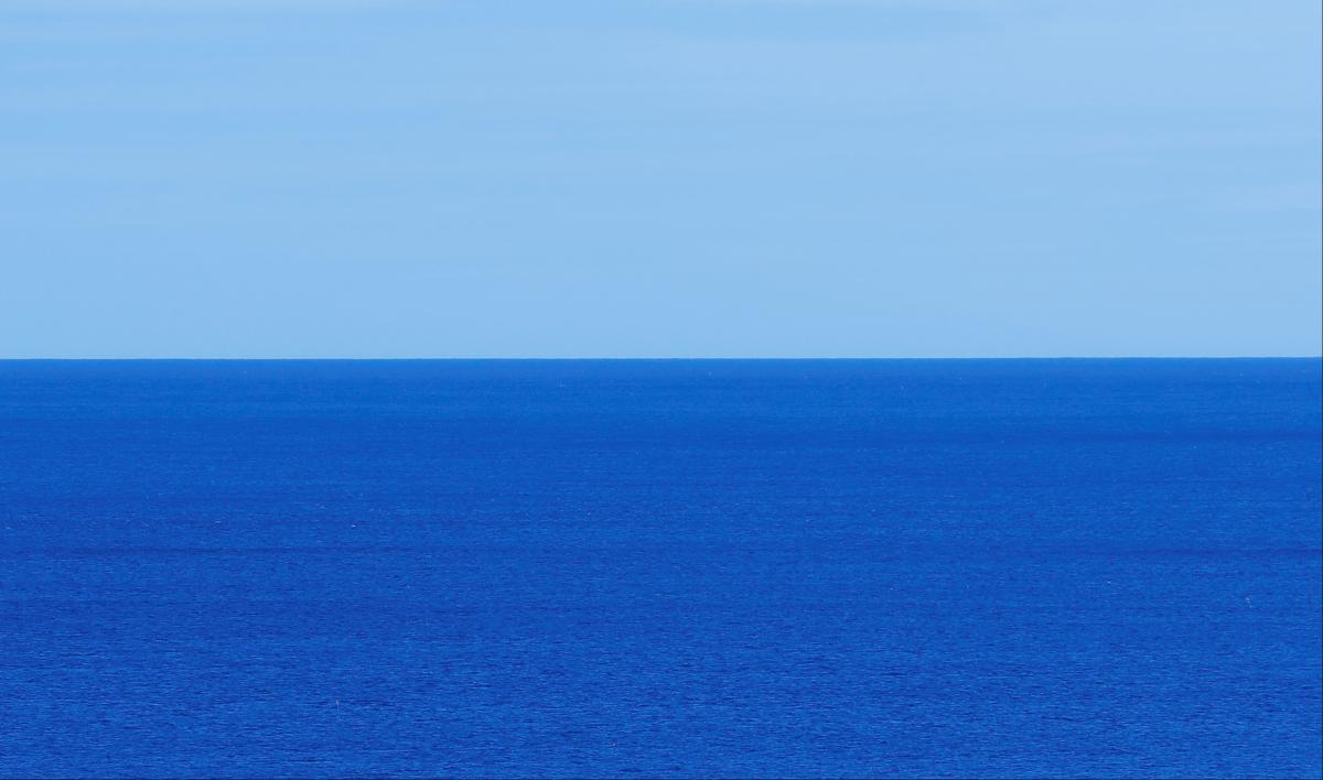 На судно напали пираты: 15 человек в масках и водолазных костюмах, с ножами и дубинками / Иллюстрация, REUTERS