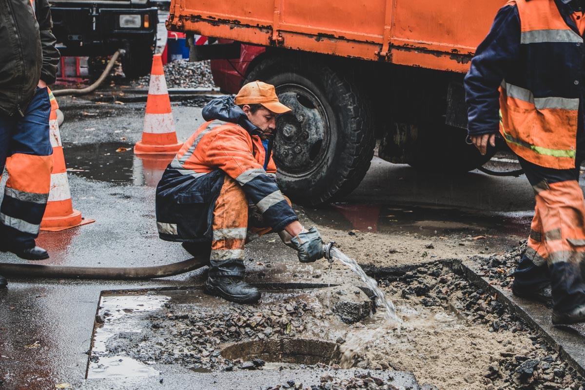 Украина в прошлом году потратила на ямочный ремонт 1,5 миллиарда гривень / фото Информатор