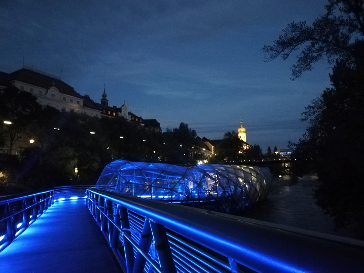 Ночью остров Мур особенно красив / Фото Марина Григоренко