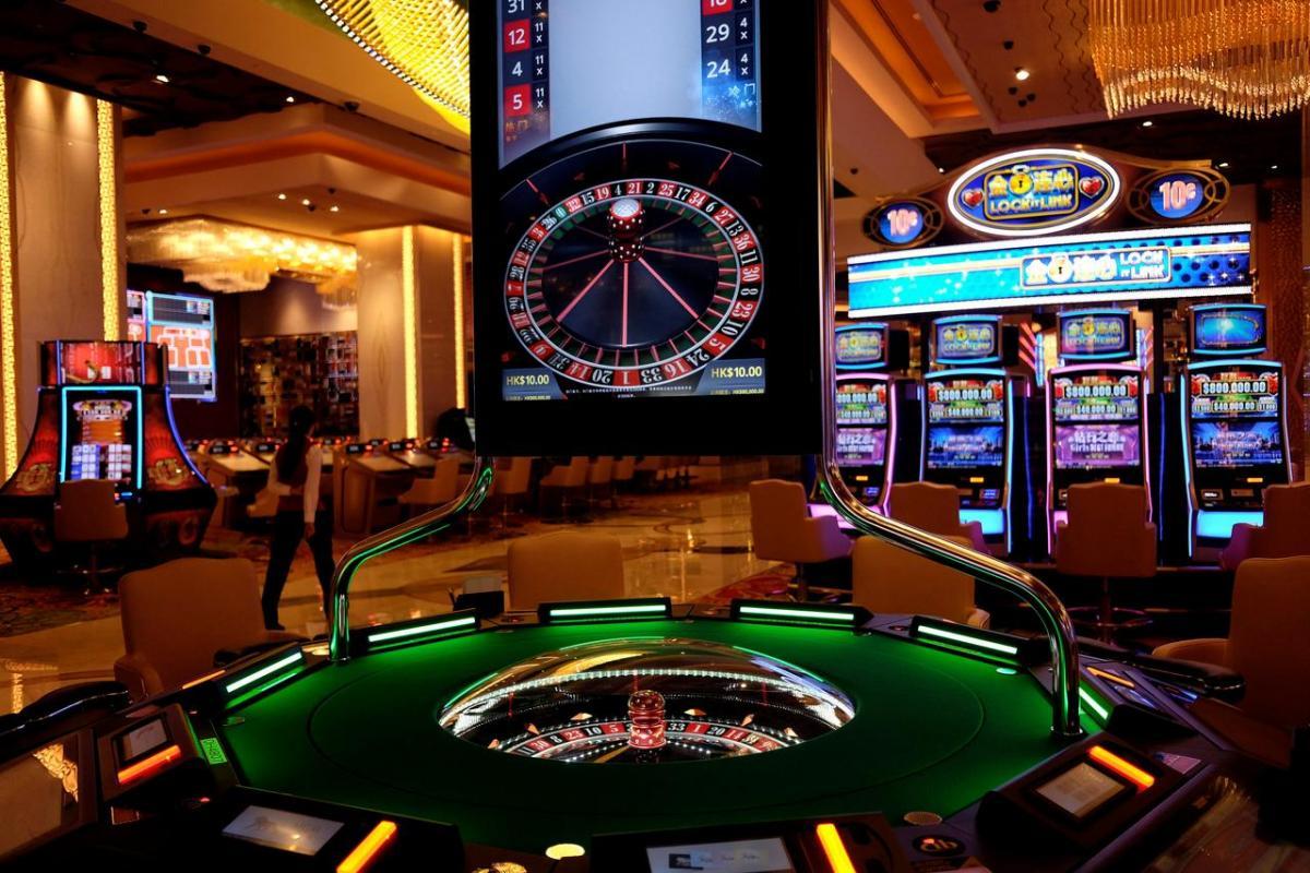 В 2000 году в казино Лас-Вегаса официантка Синтия Джей выиграла 35 миллионов долларов на автомате «Однорукий бандит» / фото REUTERS
