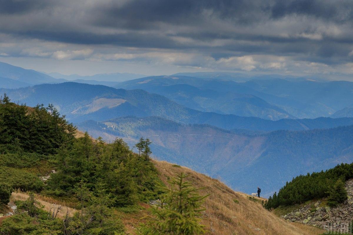 Хотя украинские горы сравнительно невысокие, здесь следует соблюдать правила безопасности / фото УНИАН