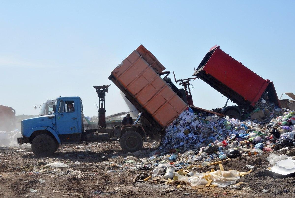В Минэкологии считают, что только остатки мусора должны попадать на полигоны / фото УНИАН