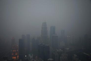 Дым от лесных пожаров в Индонезии накрыл столицу Малайзии