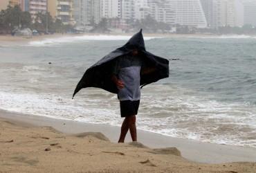"Ураган ""Лорена"" обрушился на Мексику"
