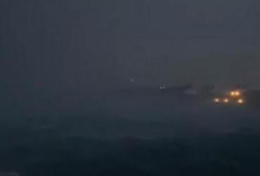 Потужний буревій залишив Бермуди без світла: незабаром він може перерости в торнадо (відео)