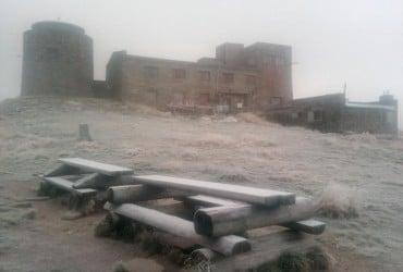 У мережі показали фото снігопаду в Карпатах