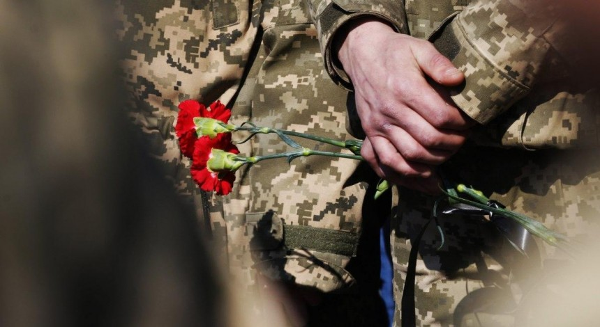One Ukrainian soldier killed, another wounded in action in Donbas on April 18