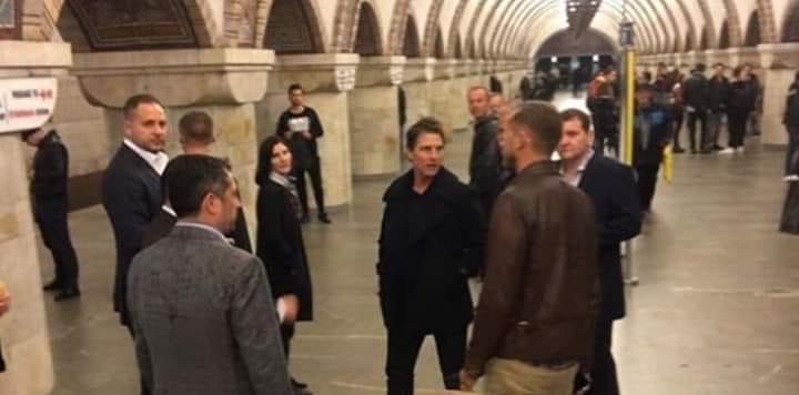 """Том спустился в метро, чтобы посмотреть на станцию """"Золотые ворота"""", после чегоподнялся наверх / фото: AnatolPavlov/Facebook"""