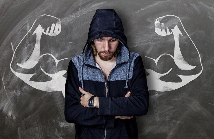 Если мужчина вдруг начал семенить во время ходьбы, то это тревожный знак / фото pixabay.com