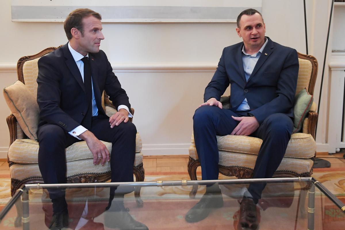 Сенцов встретился с Макроном во Франции /REUTERS