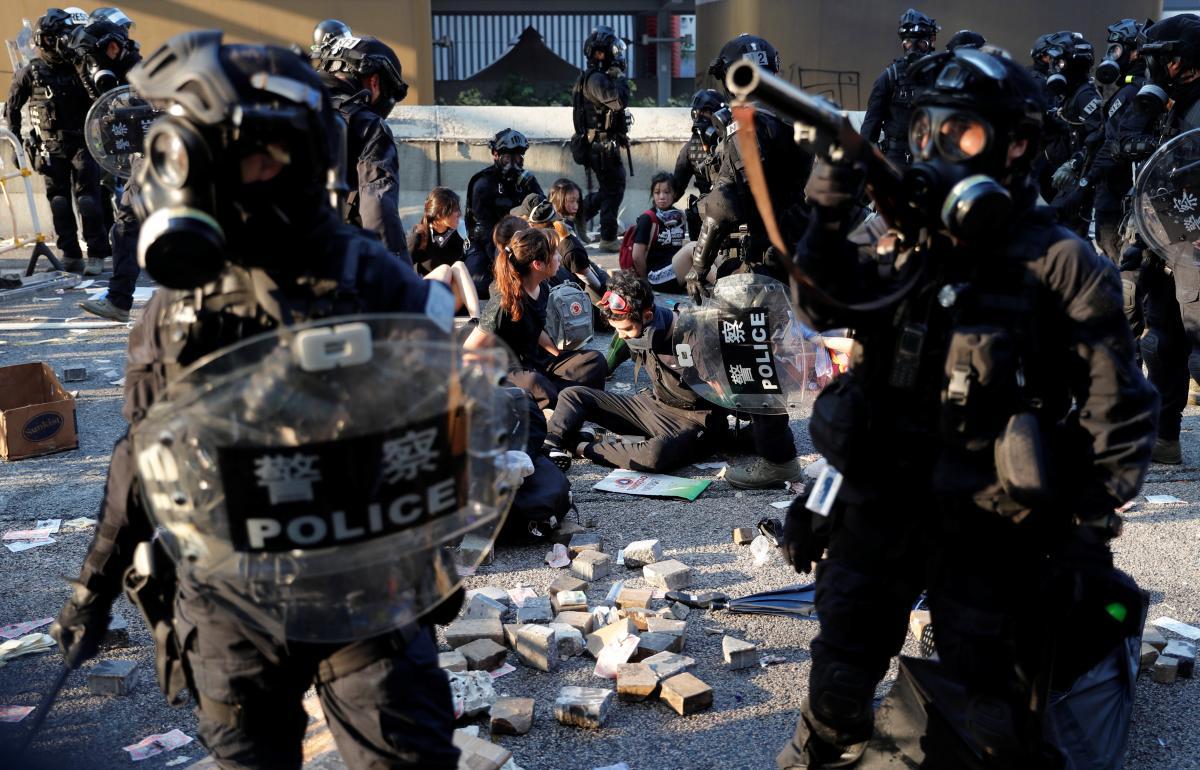 Акции протеста в Гонконге / REUTERS