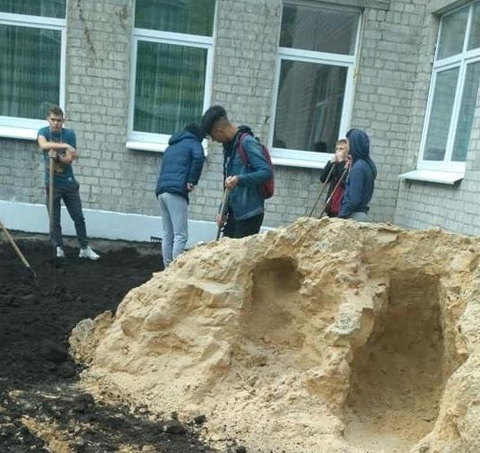 Детей заставляют работать вместо уроков / Facebook Сергей Алексеенко