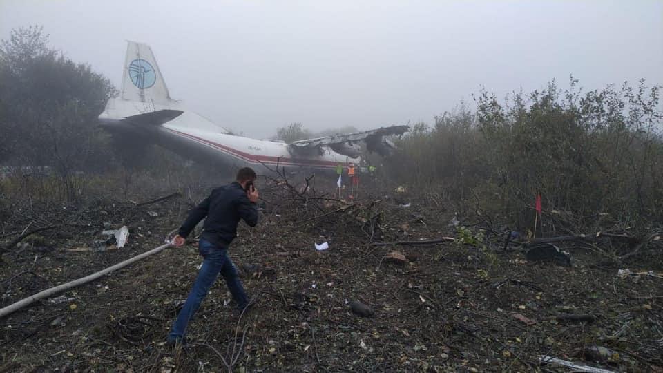 Как сообщил министр, аварийную посадку самолет совершил в селе Сокольники вблизи аэродрома / facebook.com/vladyslav.kryklii