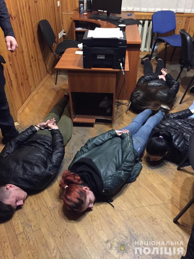 """Організаторами виявилися жінка під конспіративним ім'ям """"Рената"""" і її співмешканець / фото kv.npu.gov.ua"""