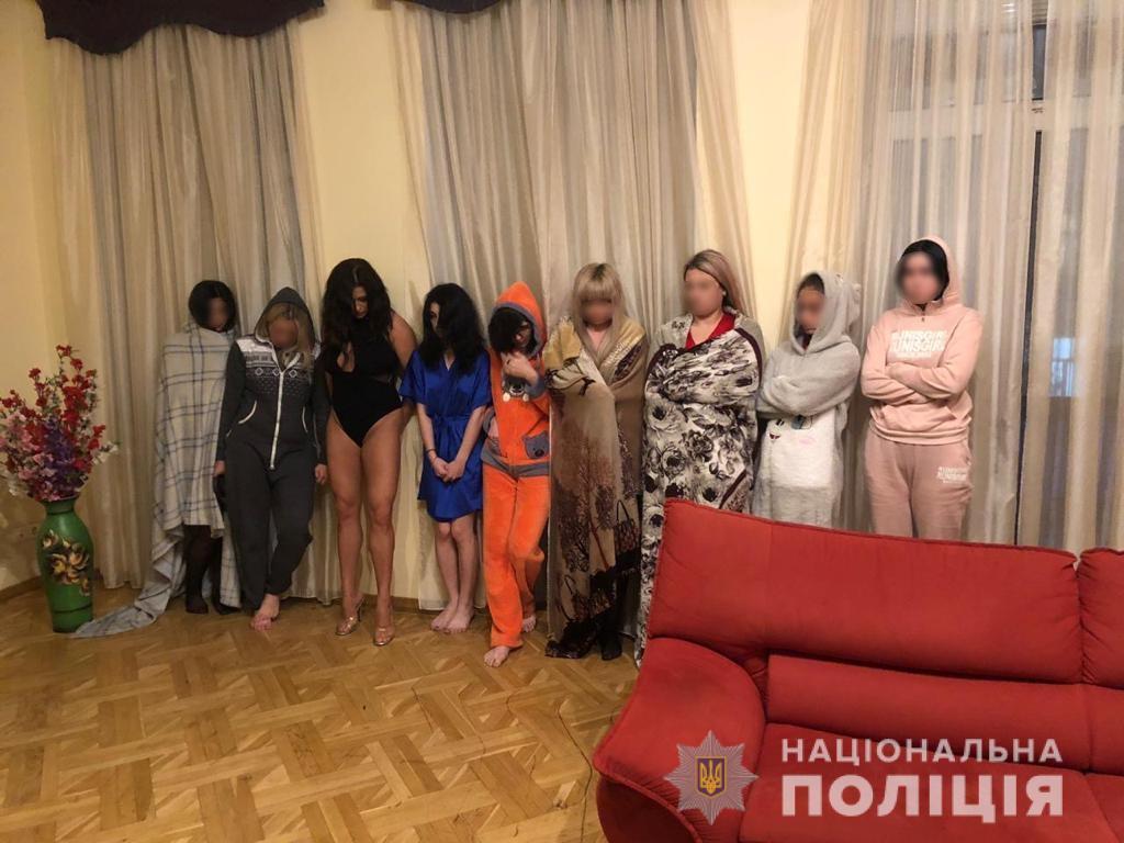 Вартість послуг варіювалася від 800 гривень до 3 тисяч гривень на годину / фото kv.npu.gov.ua