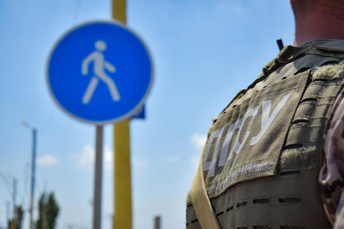 """Пограничники пропускают людей только после установки приложения """"Дій вдома"""" / фото dpsu.gov.ua"""