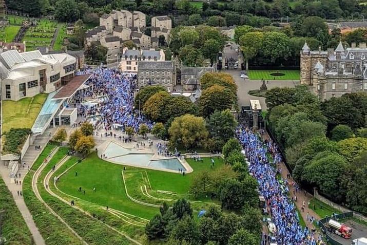 На марш за независимость Шотландии ожидают тысячи участников / фото twitter.com/ScoPoliticsNews