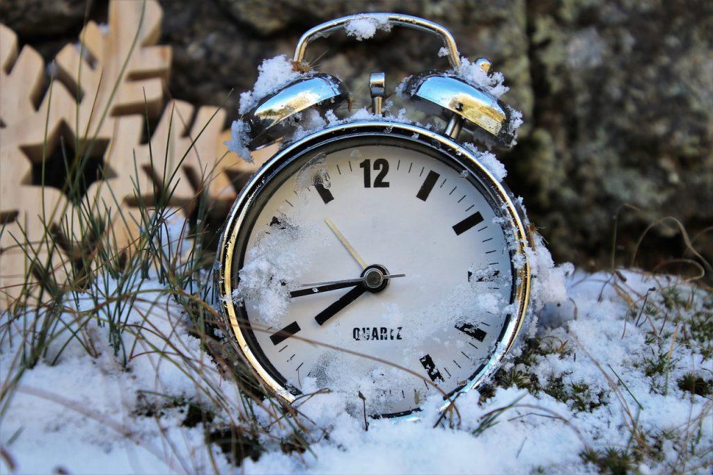 НевдовзіУкраїна перейде на зимовий час / фото: pixabay