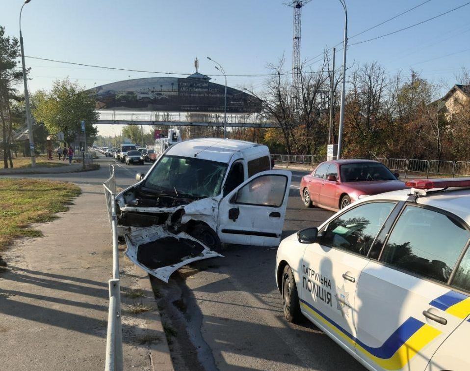 Renault Kangoo і Range Rover не розминулися на дорозі / фото: Еспресо