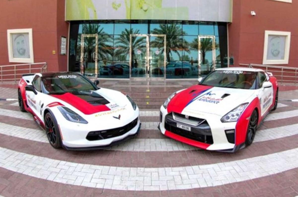 Швидка допомога Дубая пересіла на суперкари / фото dubai_ambulance