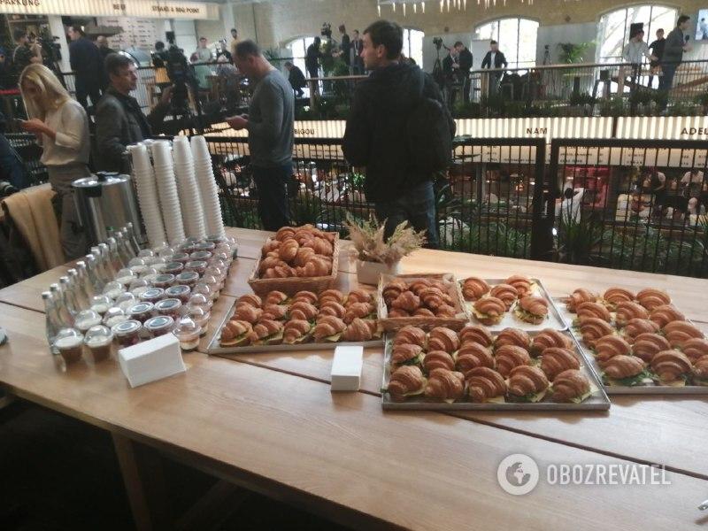 Еда на пресс-марафоне президента / фото Обозреватель