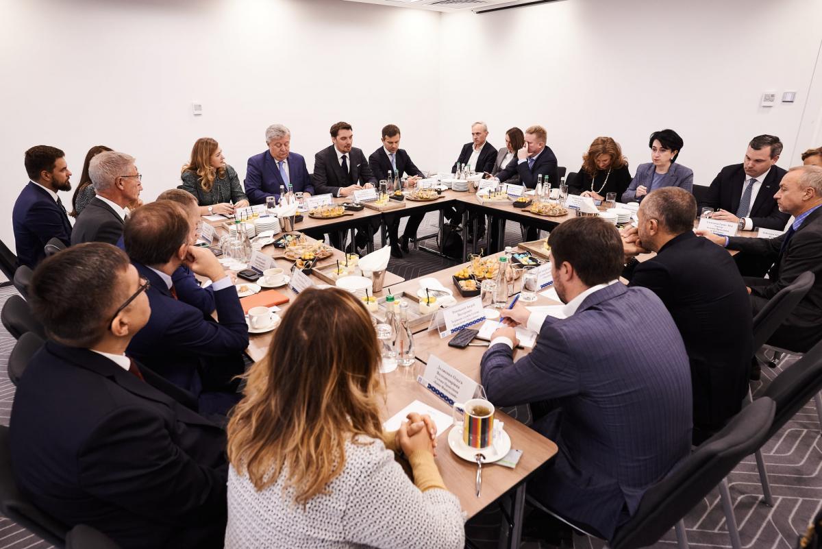 Прем'єр зустрівся з банкірами / фото facebook/PMHoncharuk