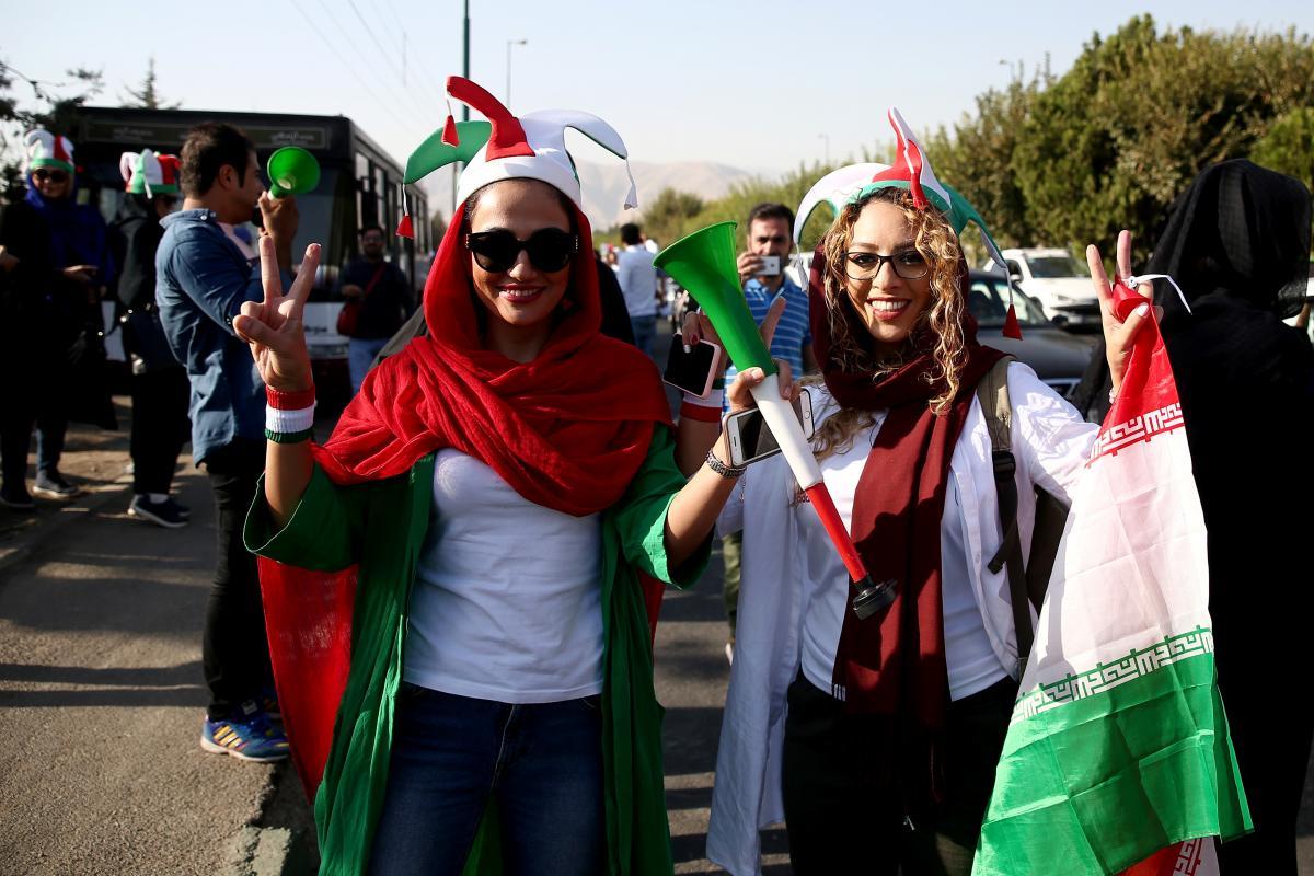 Іранські жінки на футболі / REUTERS