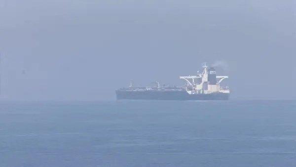 Біля берегів Саудівської Аравії вибухнув іранський танкер / фото Twitter