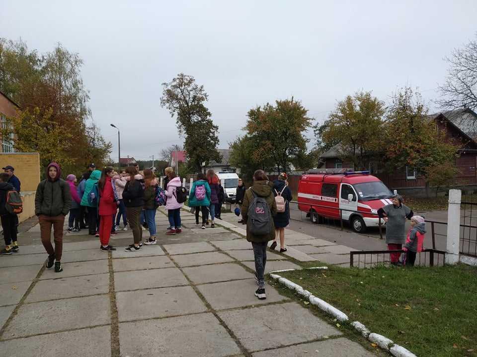 До лікарні доставлено 9 учнів віком від 12 до 14 років / фото: ЧеLine