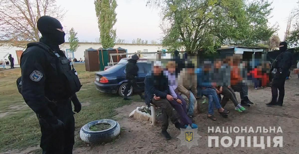 """Рабов"" били и морили голодом / фото: ГУ НП Одесской области"