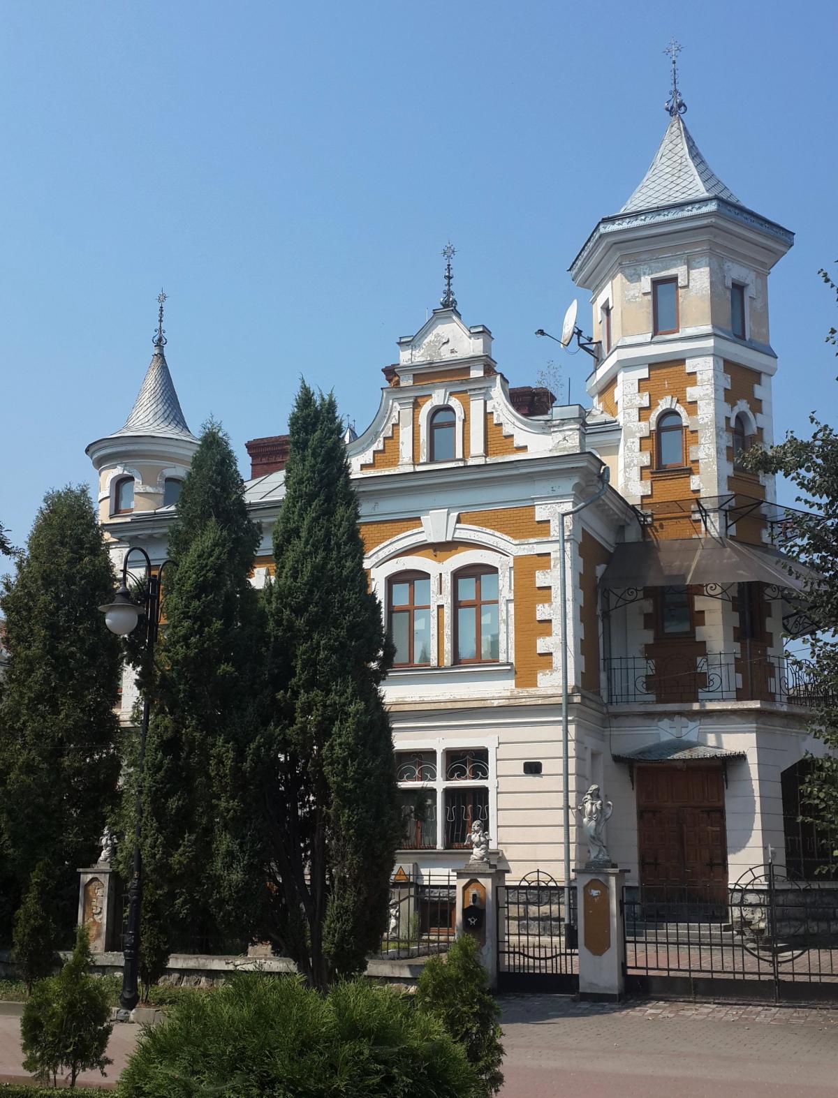 Ивано-Франковск - контрастный город/ Фото Марина Григоренко