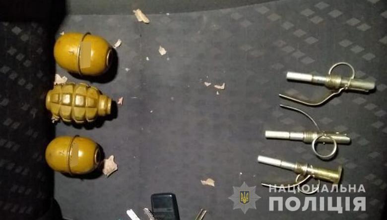 В автомобиле у задержанных нашли шесть гранат / полиция Киева
