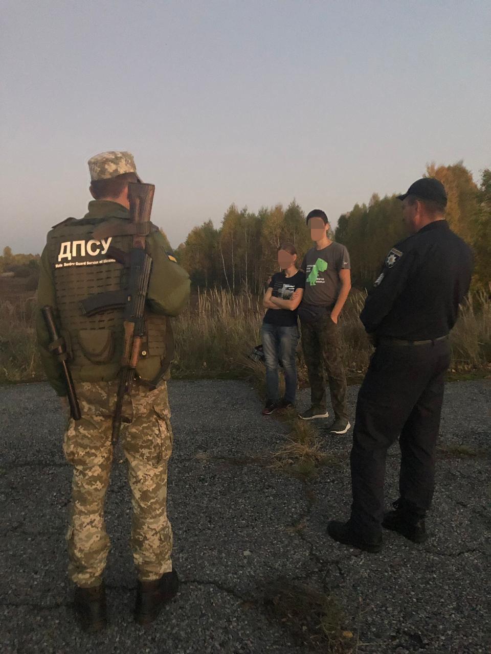 Две женщины и мужчина пробирались в чернобыльскую зону / фото Госпогранслужбы