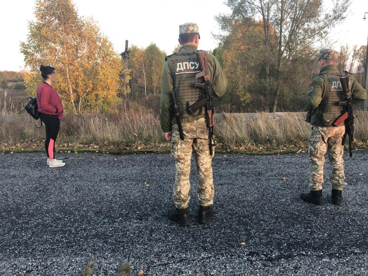 Пограничники задержали в зоне ЧАЭС трех сталкеров / фото Госпогранслужбы
