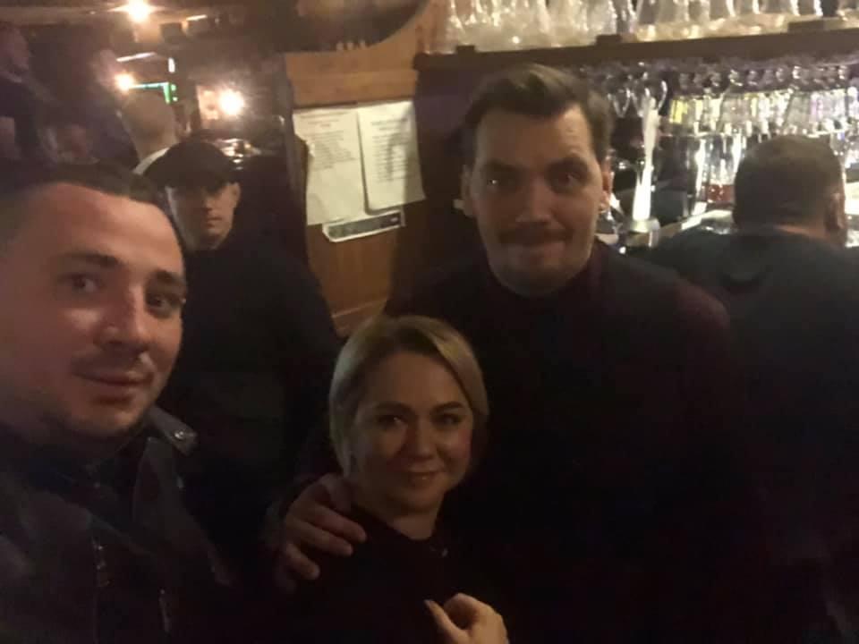 Гончарук побывал в пабе / facebook.com/Оксана Коляда