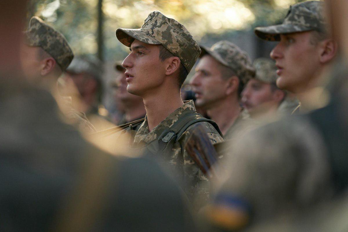 Українські воїни застосовували у відповідь стрілецьке озброєння \ фото president.gov.ua