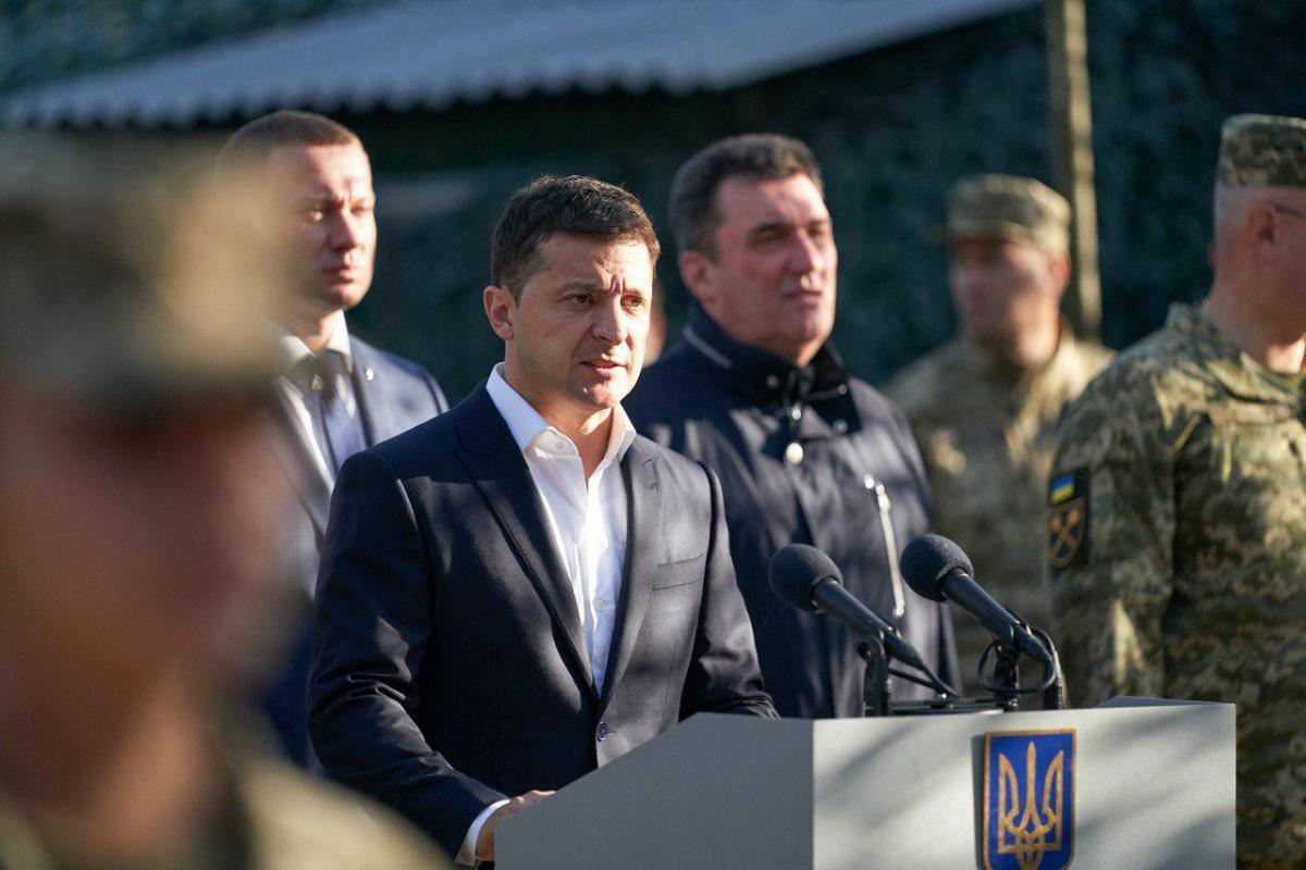 Володимир Зеленський під час відвідання штабу на Добасі / фото president.gov.ua