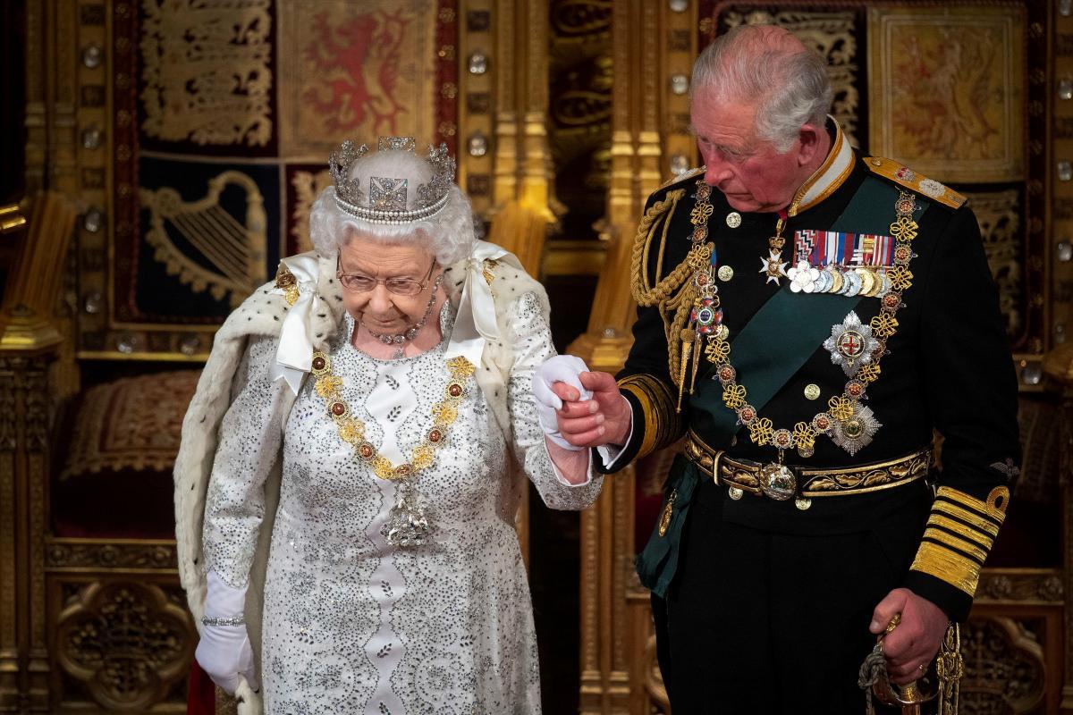 Королева Елизавета ІІ и принц Чарльз / фото REUTERS