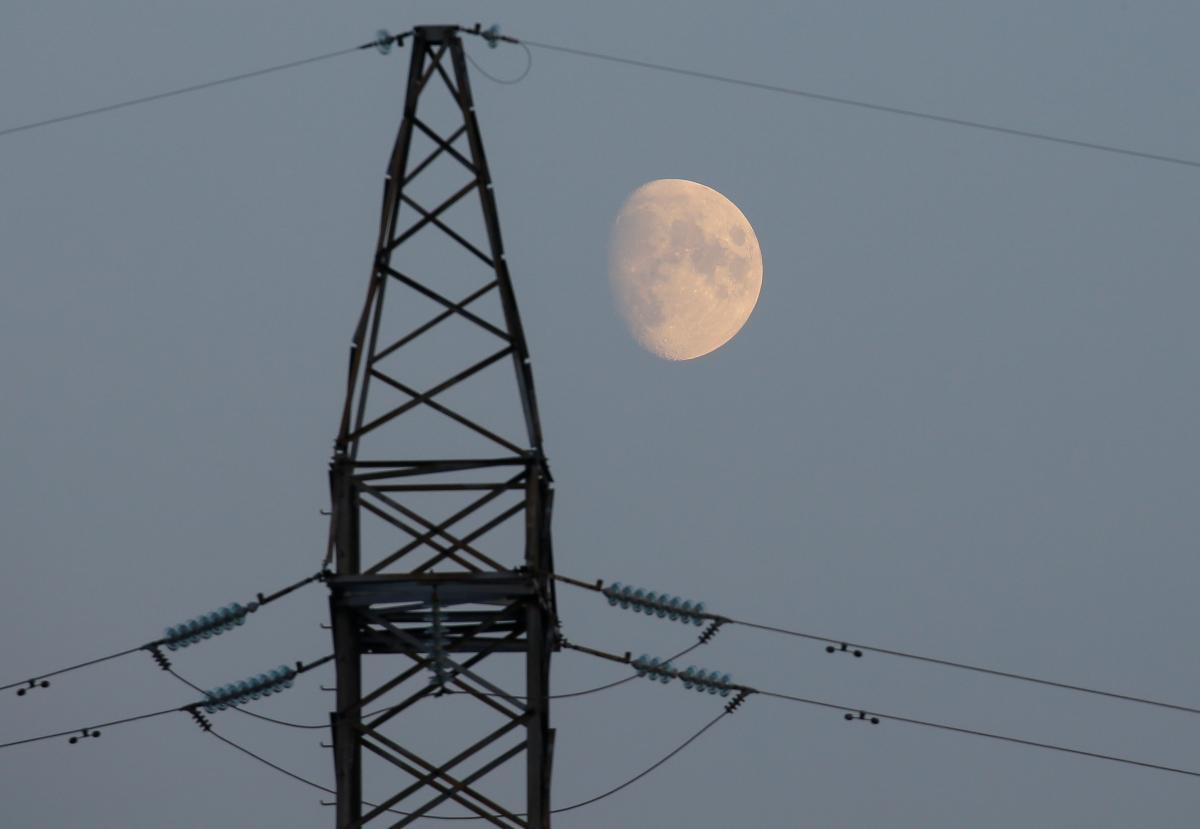 Правительство вновь пересмотрело механизм спецобязательств на рынке электроэнергии /REUTERS