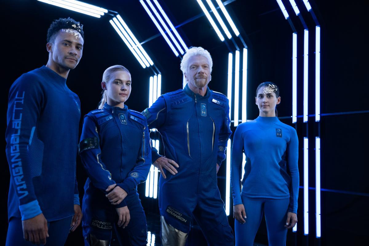 Компания Virgin Galactic показала костюмы космических туристов / Virgin Galactic