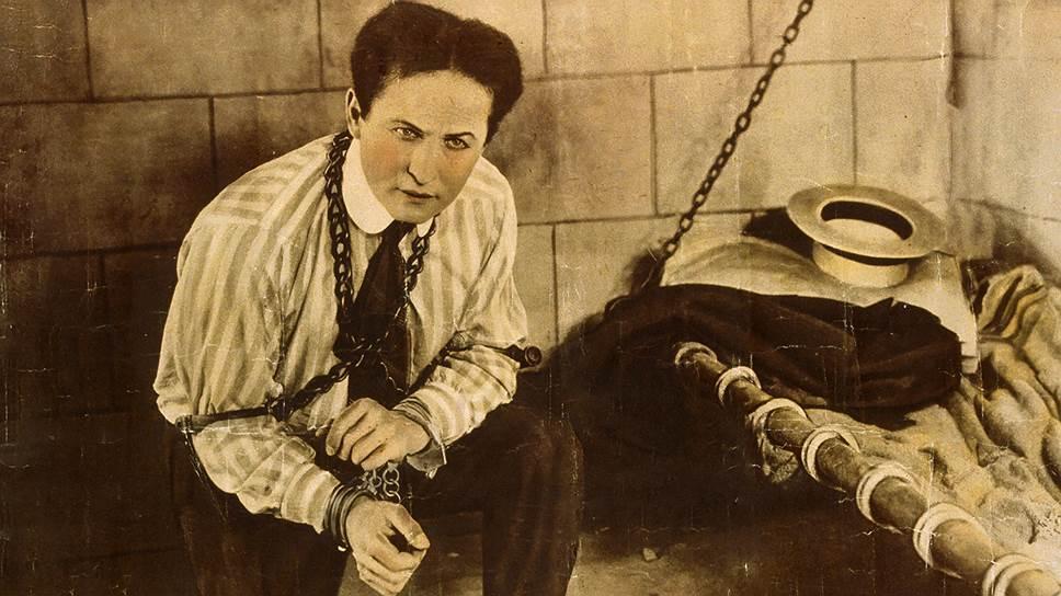 В 1926 году 22 октябряфокусника Гудини несколько раз ударили в живот, чтобы проверитьсилу. Ударыже для иллюзиониста оказались роковыми/ Science Photo Library