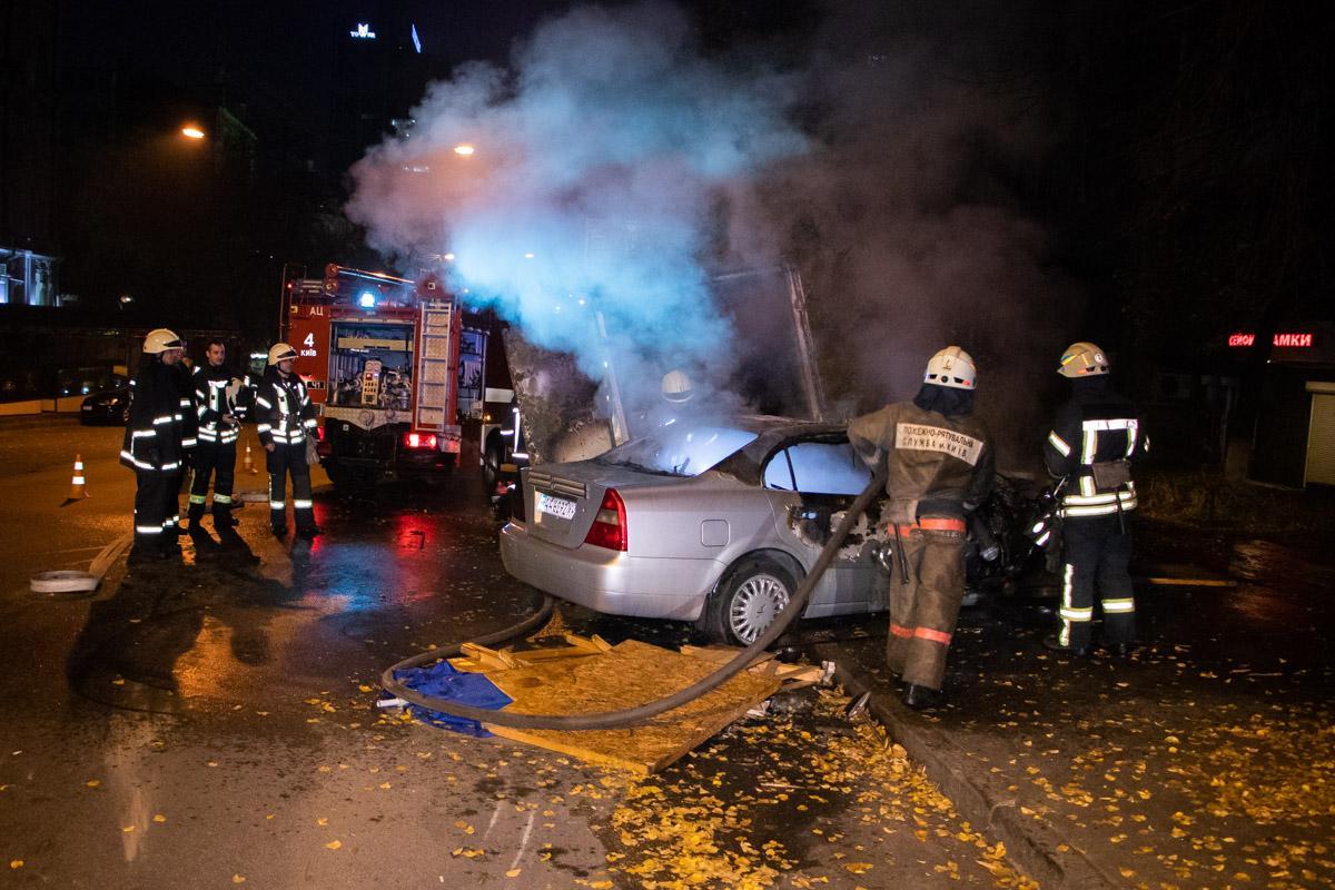 В Киеве легковушка влетела в грузовик и загорелась при уходе от полиции / Информатор
