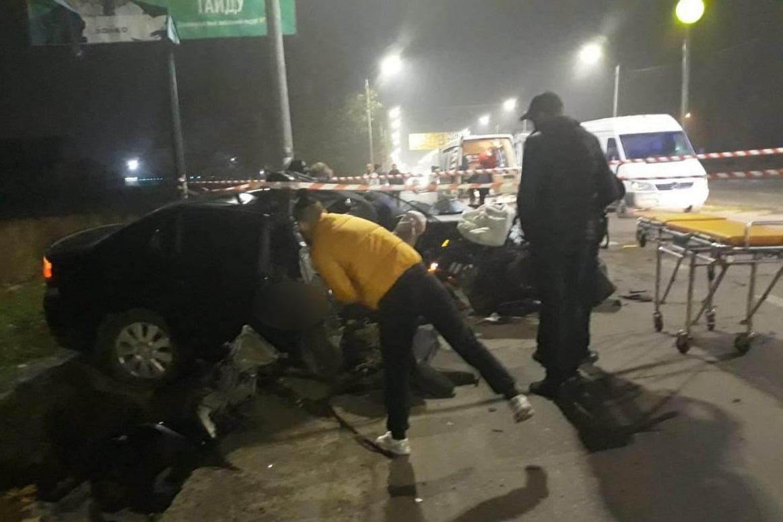 Водитель Opel Vectra не справился с управлением и влетел в столб / фото: полиция