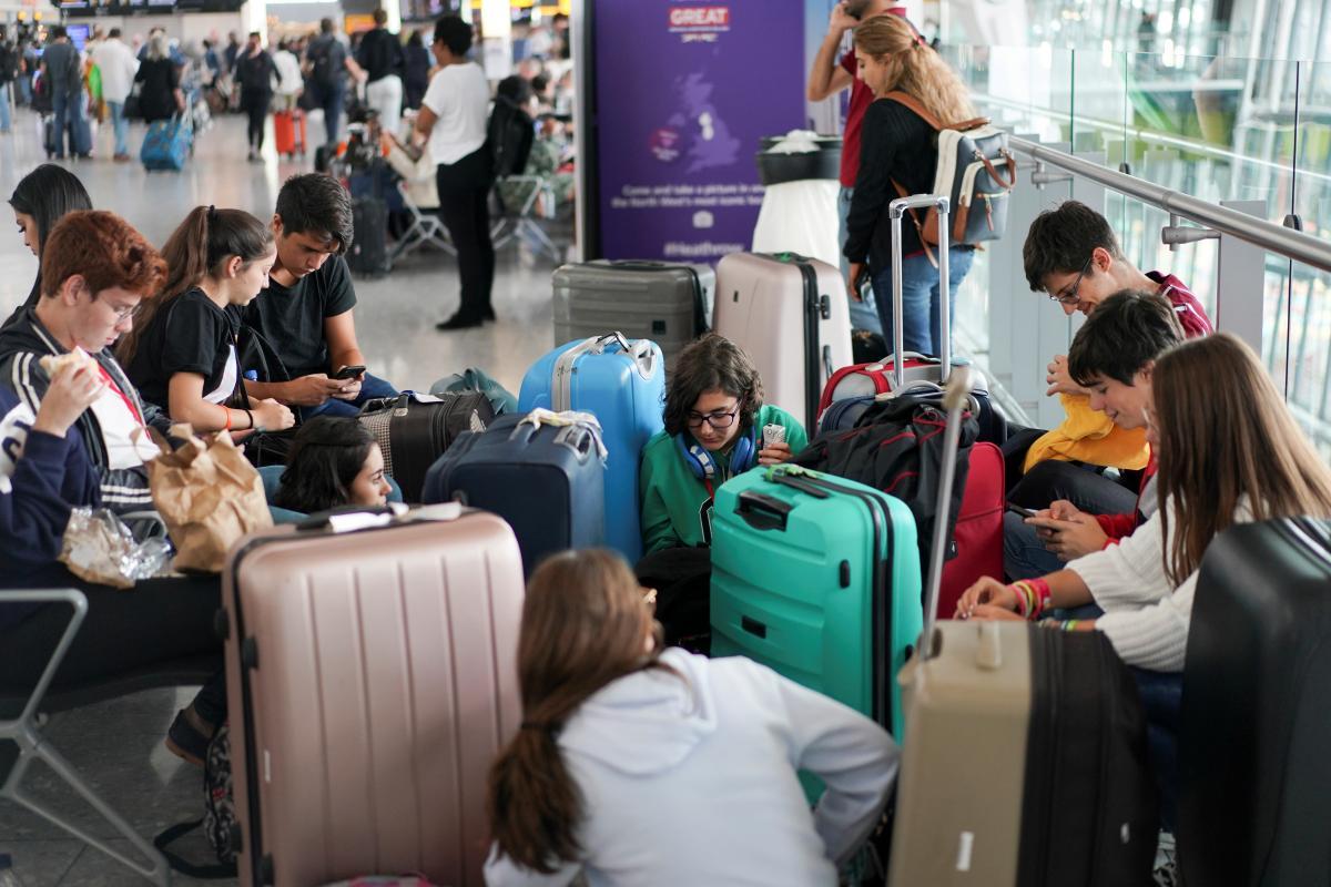 Названо авіарейс, яким до України летів хворий коронавірусом / Ілюстрація REUTERS