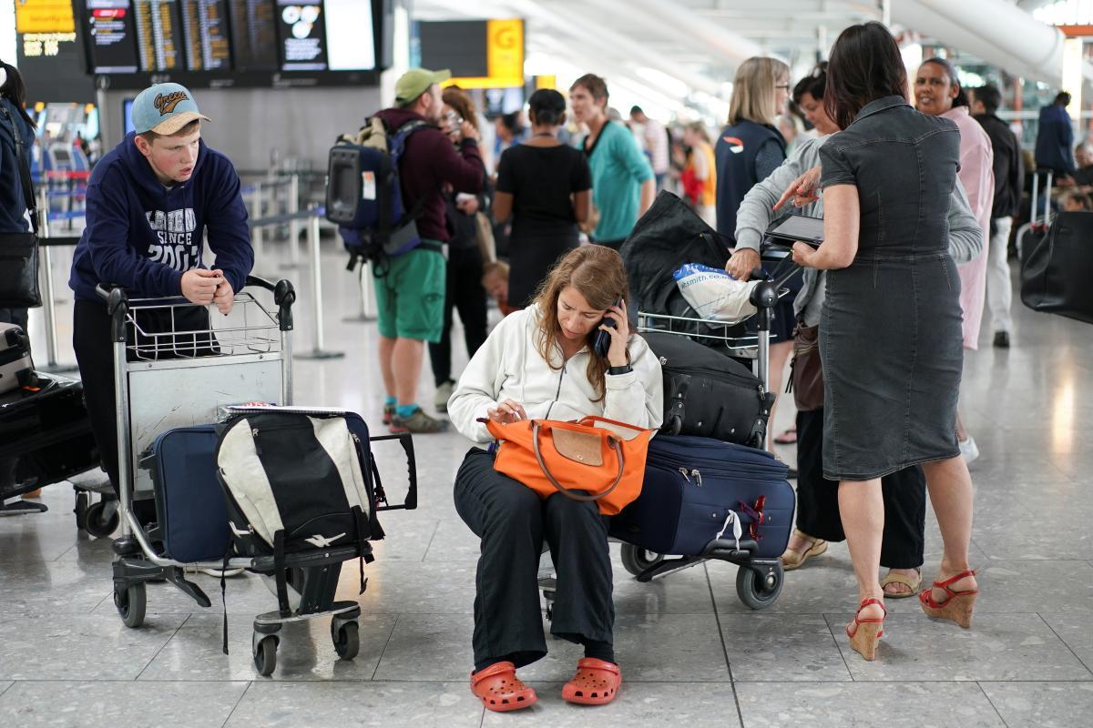 Запрещены внутренние туристические поездки по стране/ Иллюстрация REUTERS